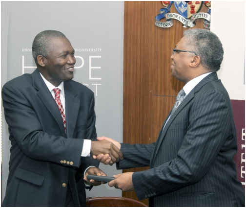 UNFPA Africa Regional Director, Bunmi Makinwa (left), shakes hands with Prof. Russel Botman, Stellenbosch University Rector and Vice-Chancellor, after signing a Letter of Understanding at the University. Photo by Justin Alberts